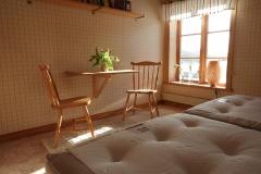 ett av sovrummen på övervåningen i Höga Kusten