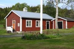 Tvättstugebyggnaden med bastu, duschar och toalett på Pelle Åbergsgården